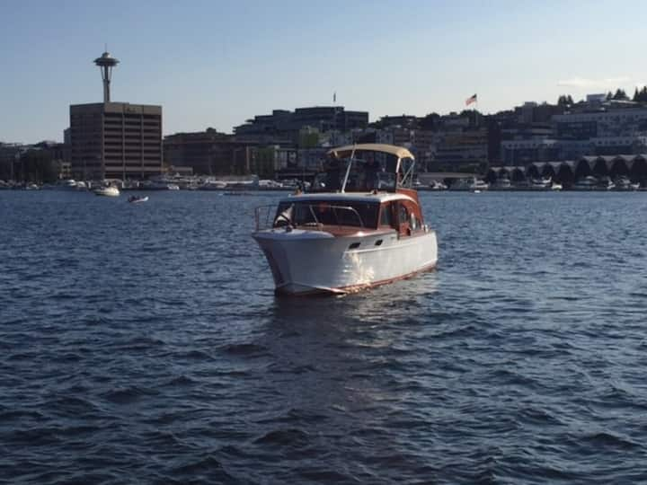 Classic 40' Yacht (Sleeps 3-4) w/ 2 beers on tap!