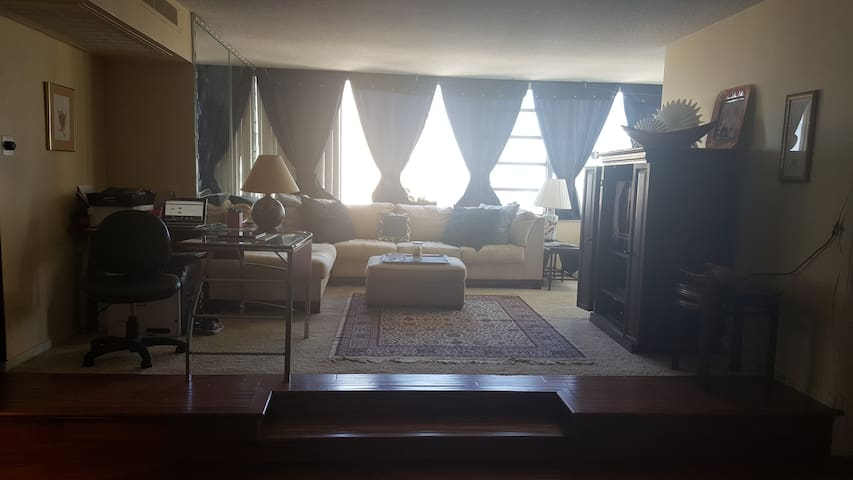 Beach facing apt., 2 min to beach - Fort Lauderdale - Apartemen