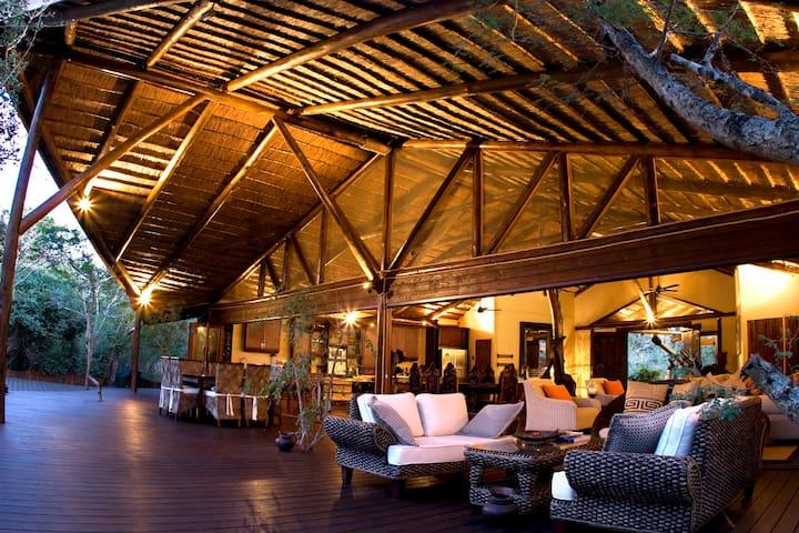 Ihlozi Luxury Bush Villa