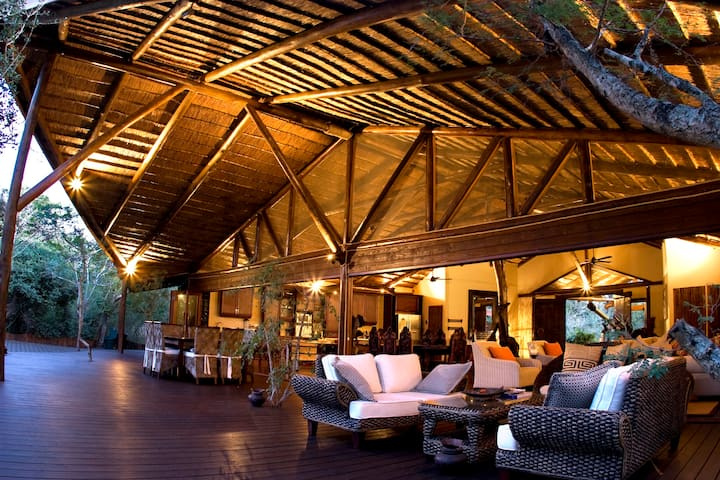 Ihlozi Luxury Bush Villa