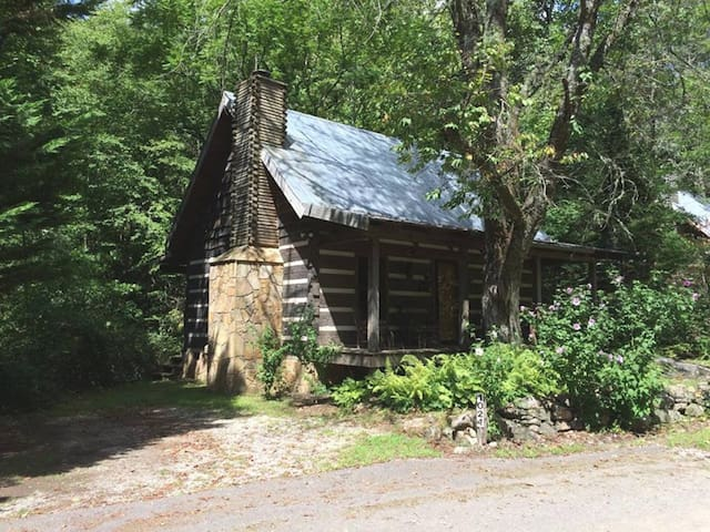 Cherry Bluff Cabin Rental ... Turnstone Log Cabins - Dillard - Mökki