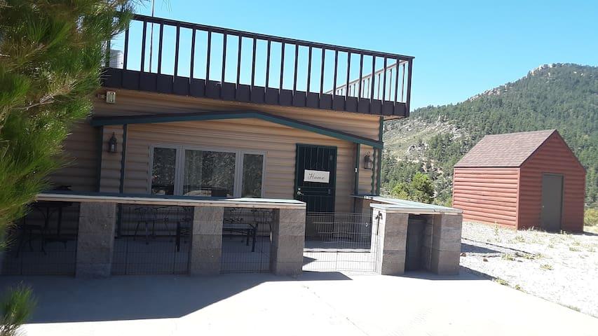 I40 Romantic Pine Cabin 4x4 road Hualapai Mountain
