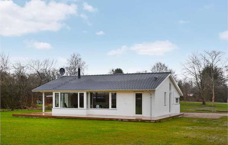 Holiday cottage with 3 bedrooms on 96m² in Ølsted