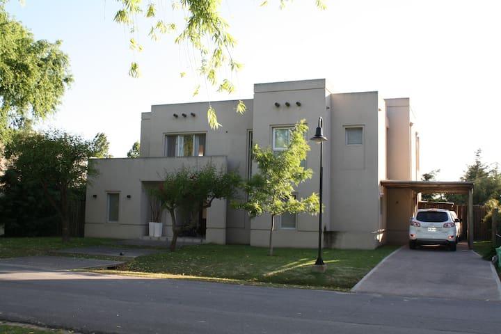 Casa Moderna en Barrio Privado  Pacheco - Nordelta