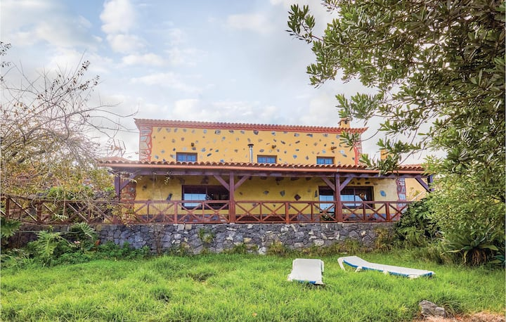 Stunning home in Icod el Alto with 2 Bedrooms