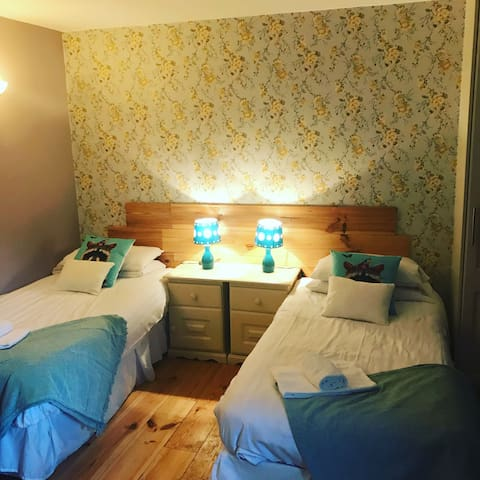 ***KILCLOON HOLIDAY COTTAGES***COSY TWIN STUDIO***