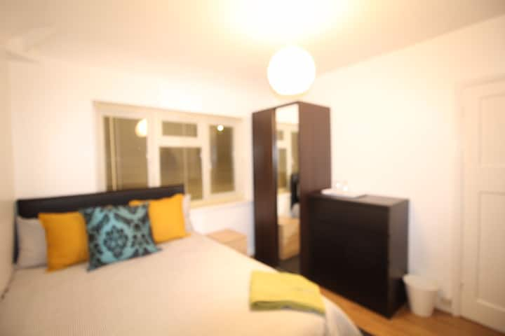 Double room with smart flat panel tv and wifi