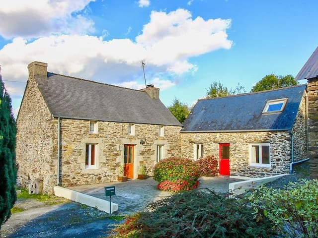 Charming Breton cottage in the countryside