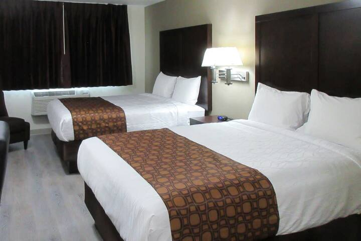 Stay at Econolodge! Brand New Fully Reconstructed!