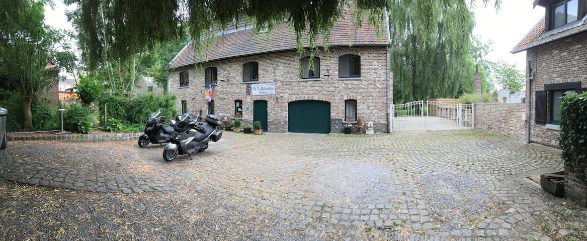 B&B De Dubbelmolen,  oase van rust nabij Tongeren - Tongeren - Bed & Breakfast