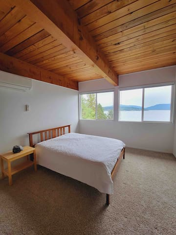 Queen bed in Master bedroom … All bedrooms have similar 180 view of Lake