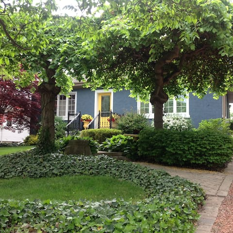 Garden Oasis in Old Town - Niagara-on-the-Lake - Huis