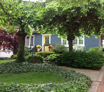 Garden Oasis in Old Town - Niagara-on-the-Lake