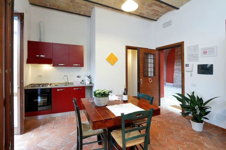 Spacious Apartment for 3 people, near Trastevere