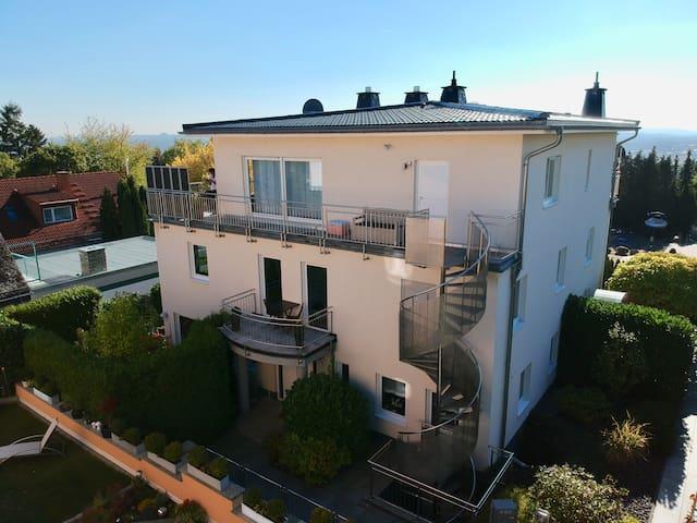 Schicke, ruhige Wohnung in Wiesbaden