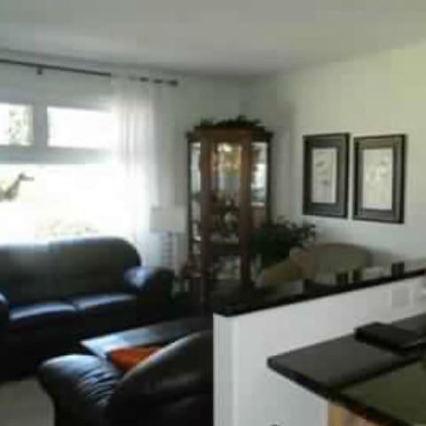 Quiet, 3 bedroom entire main floor - Saskatoon - House