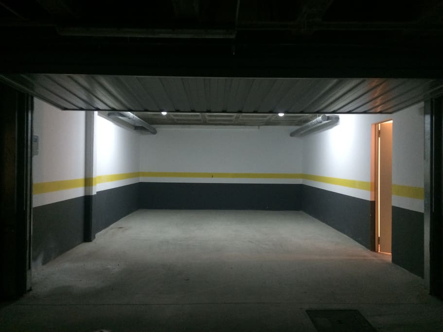 GARAJE cerrado 2 plazas