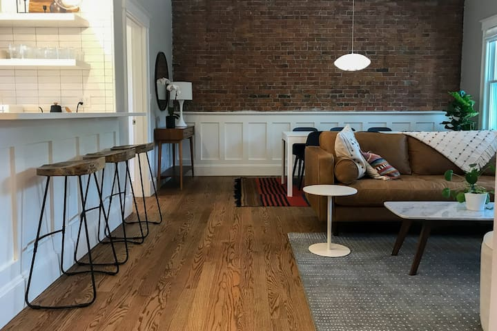 New 3 Bedroom In The Heart of Inman Square