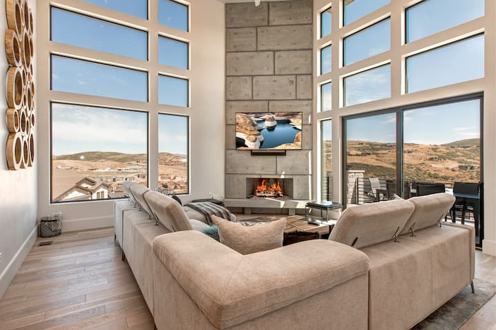 5900 SF NEW Estate Home 8min to Downtown & Skiing