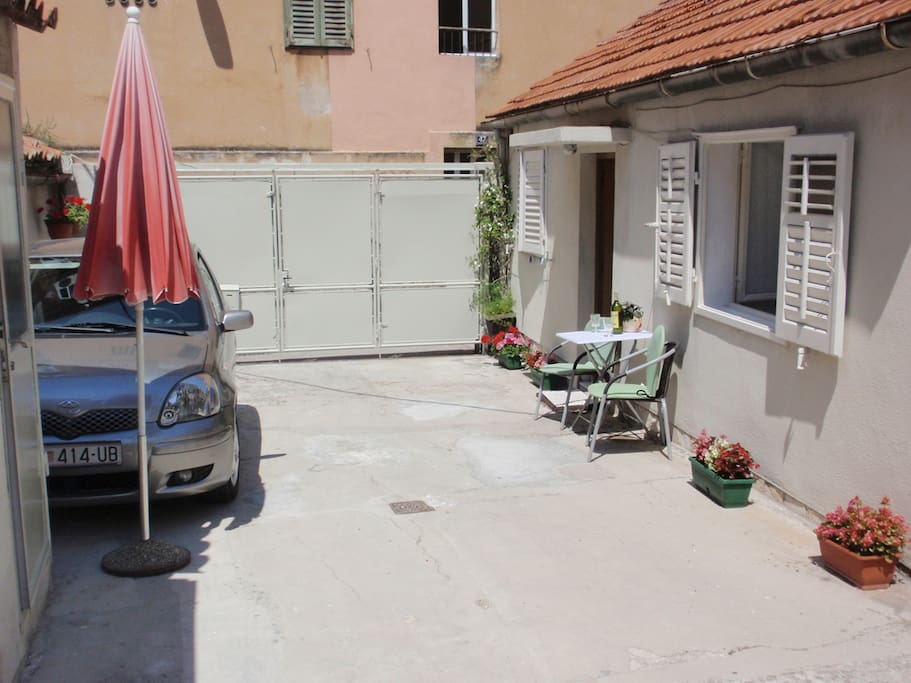 Roje studio with free parking
