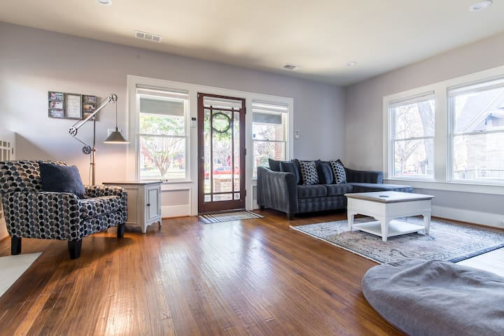 REMODELED GEM WITH MAN CAVE, PET FRIENDLY