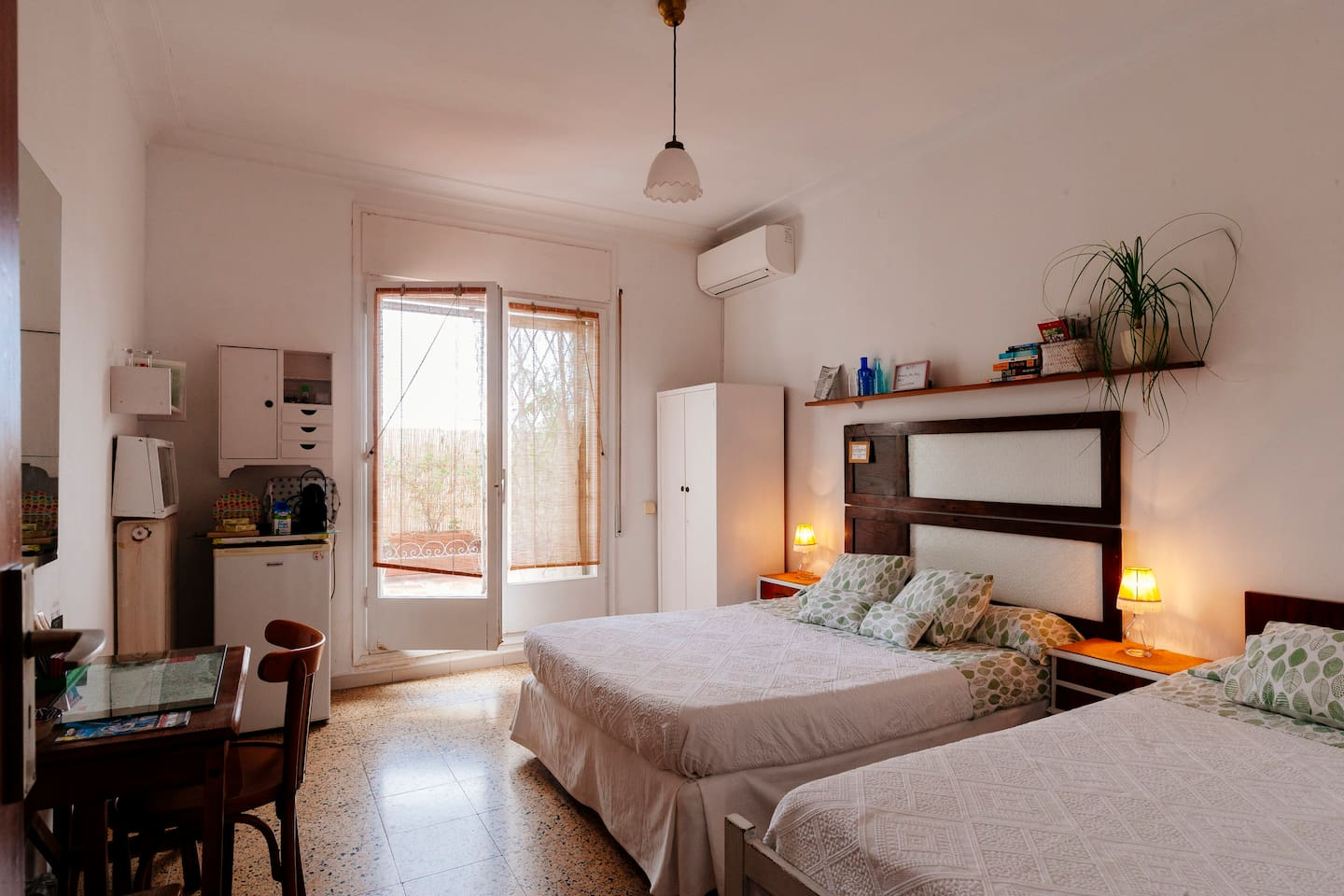 Charming  sunny room, with terrace and private bathroom.