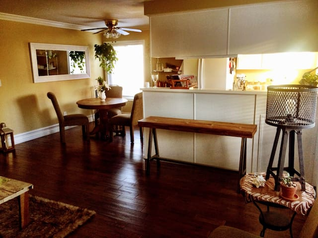 Ocean view, walk to main, on beach! - Huntington Beach - Apartamento