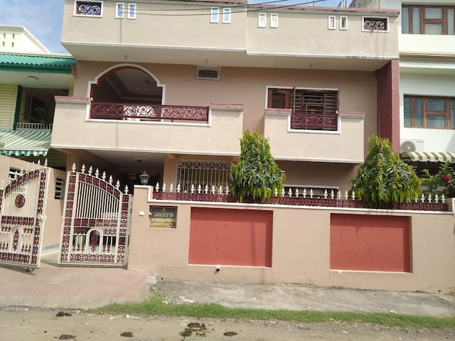 Entire Bungalow close to Everything Chuna Bhati