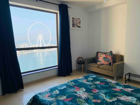Beachfront Master+ensuite shared with 1 lady+pets