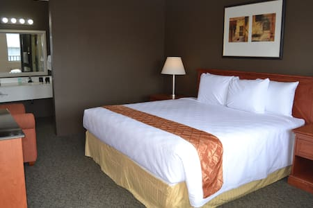 Cascades Inn, Rm 117 King, near IU - 布卢明顿
