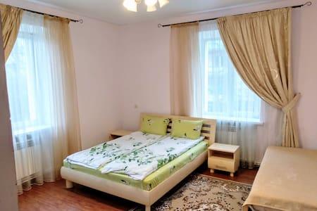 Центр 2 комнаты, 6 мест, рядом фонтан Рошен