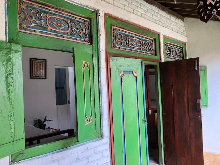 Single room in Joglo House By @penggemarlawas