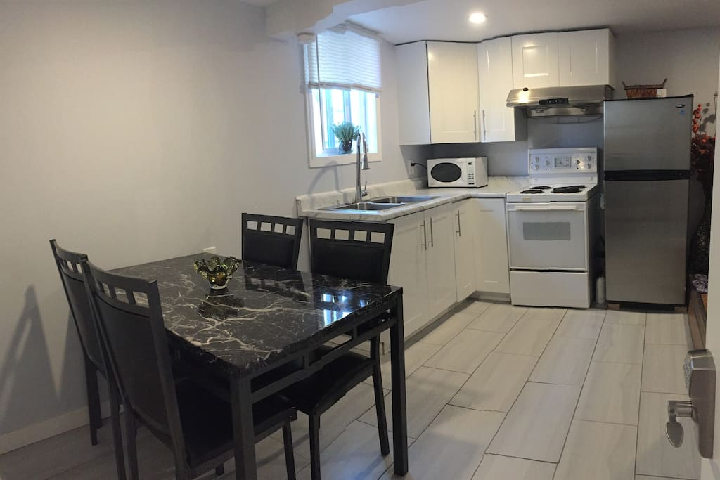 Newly Built 2 Bedroom Suite In A Great Location Guest Suites For Rent In Victoria British