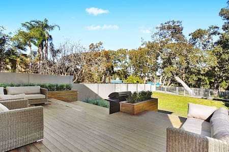 Beach & Lake Luxury Home - North Avoca