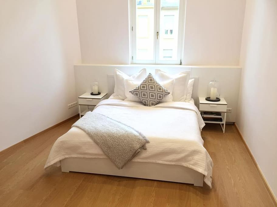 Guest Bedroom - Queen size bed with bamboo soft bedding providing a relaxing stay