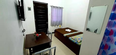 The Burj's Place - Room 4 with AC, TV and wifi