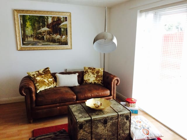 Double bedroom close to Stockley park and Heathrow - West Drayton