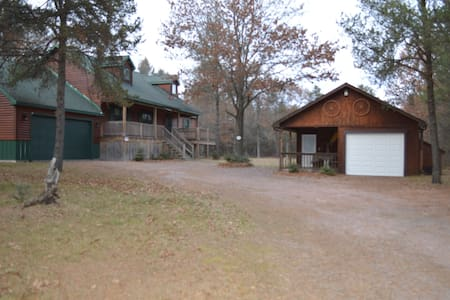 Private Home in Woods near Lake Pentenwell