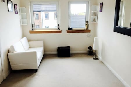 Bright and cosy 1 Bed flat, Chesser area - Pis
