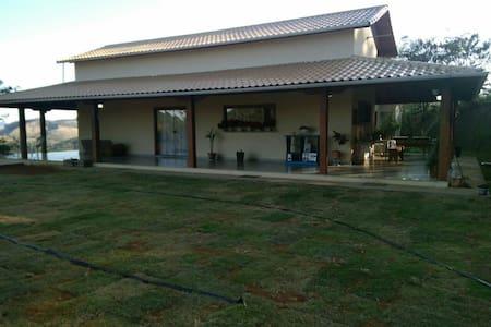 Bonita casa espaçosa para 15 pessoas - Simão Pereira - 独立屋
