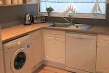 Kitchen with dishwasher, washing machine and fridge/freezer