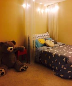 Romantic room with big bear in LA - Chino Hills - Ház