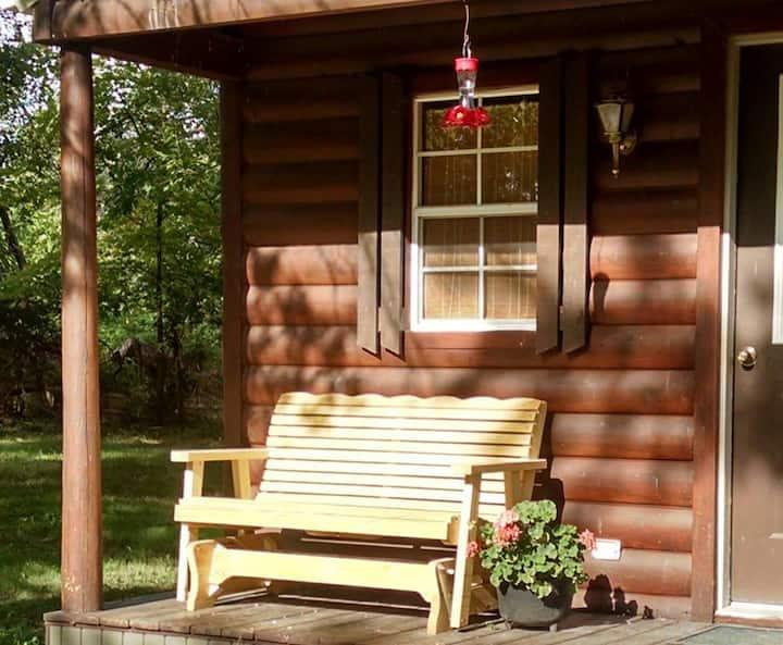 Kim's Cabins #1 - cozy cabin sleeps 4