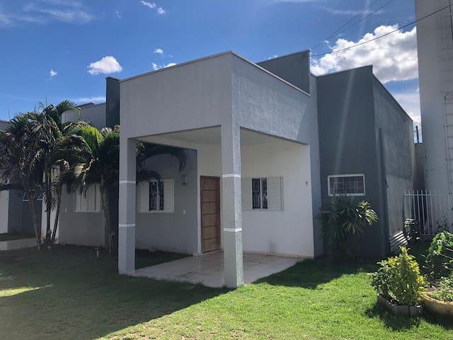 Casa em Condomínio próximo ao Atacadão do Tijucal,
