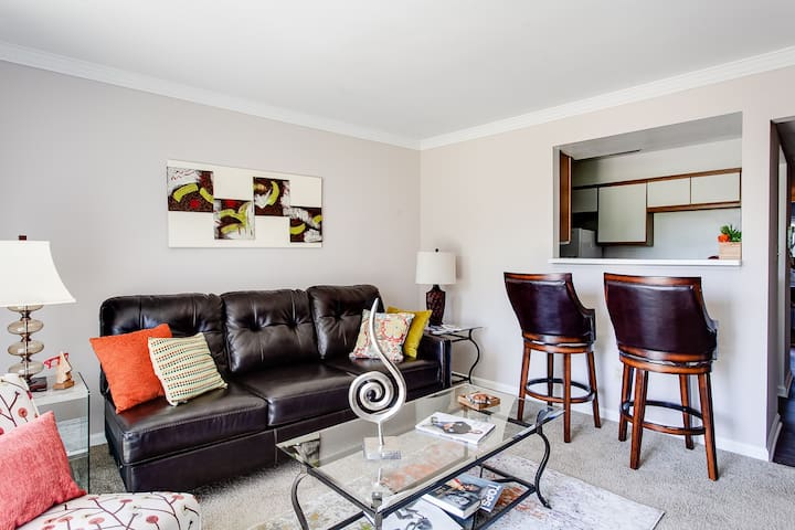 Chic Corporate Furnished Rental Apt | King Bed