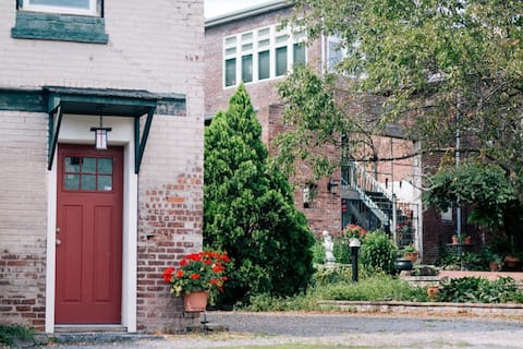 DeMew House in the Historic Rondout