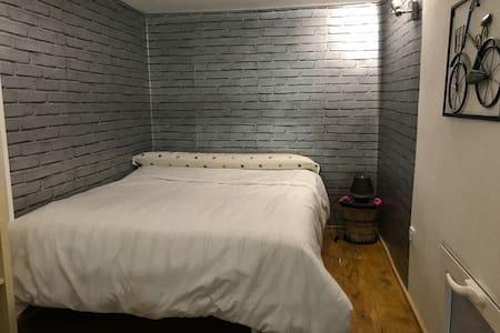 Preciosa habitación tipo loft en piso acogedor.