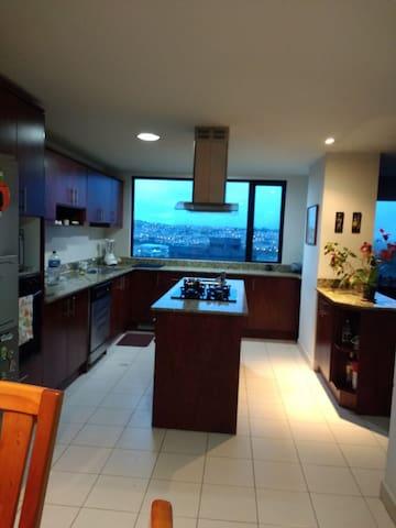 Habitación privada, hermosa vista/desayuno incl.