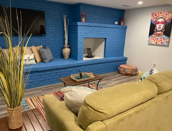 Boho Bungalow near City Lake minutes from Downtown