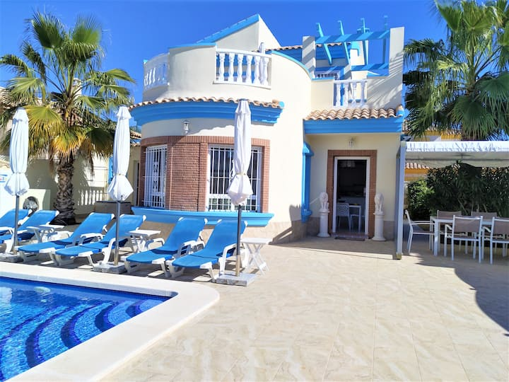 Villa south facing-Beach-Private & heated pool